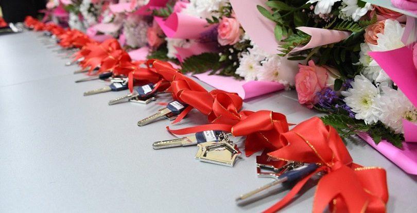 Ключи от квартир многодетным и малообеспеченным вручили в Алматы
