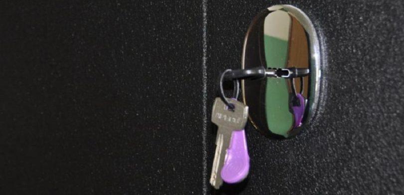 Снять арест со своего жилья не могут жители многоэтажки в Астане