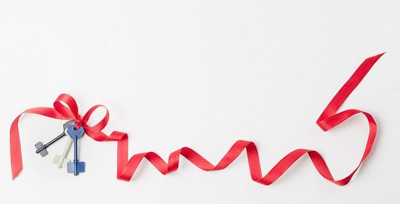 """Аким Нур-Султана и председатель правления холдинга """"Байтерек"""" поздравили детей участников программы """"Бақытты отбасы"""" с Новым годом"""
