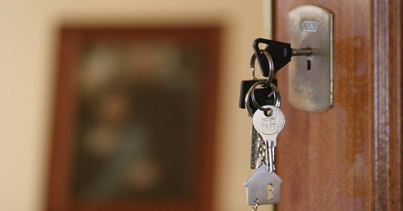 Многодетные семьи получили квартиры в Караганде